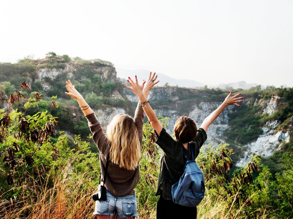 Deux jeunes en colonie de vacance